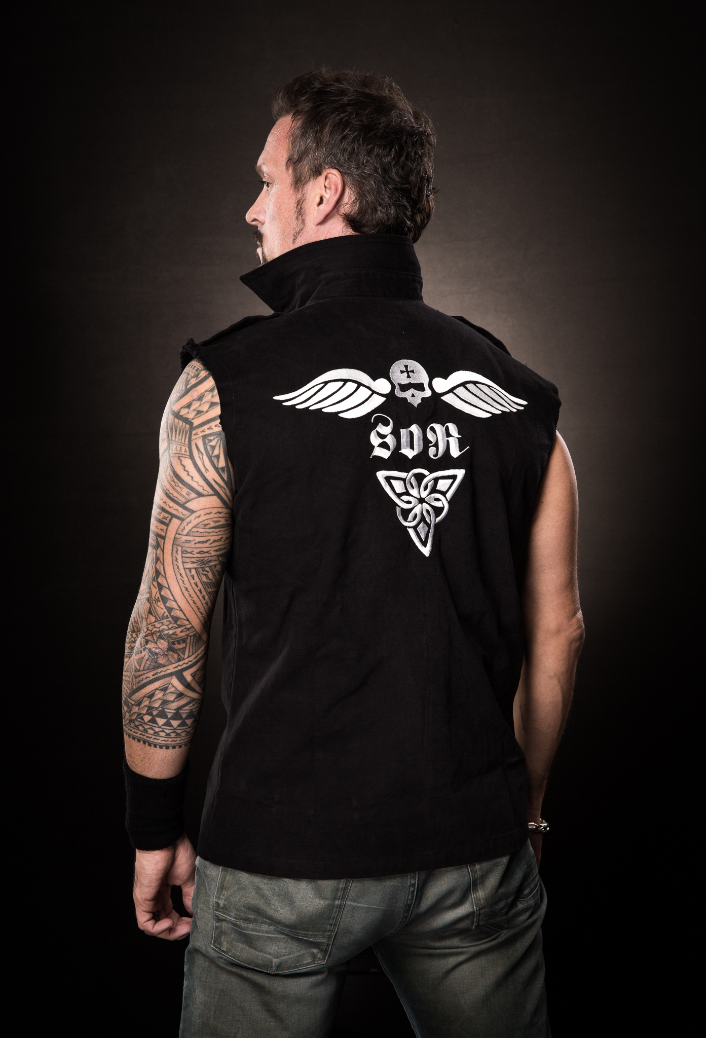 men_vest_flying-skull_back