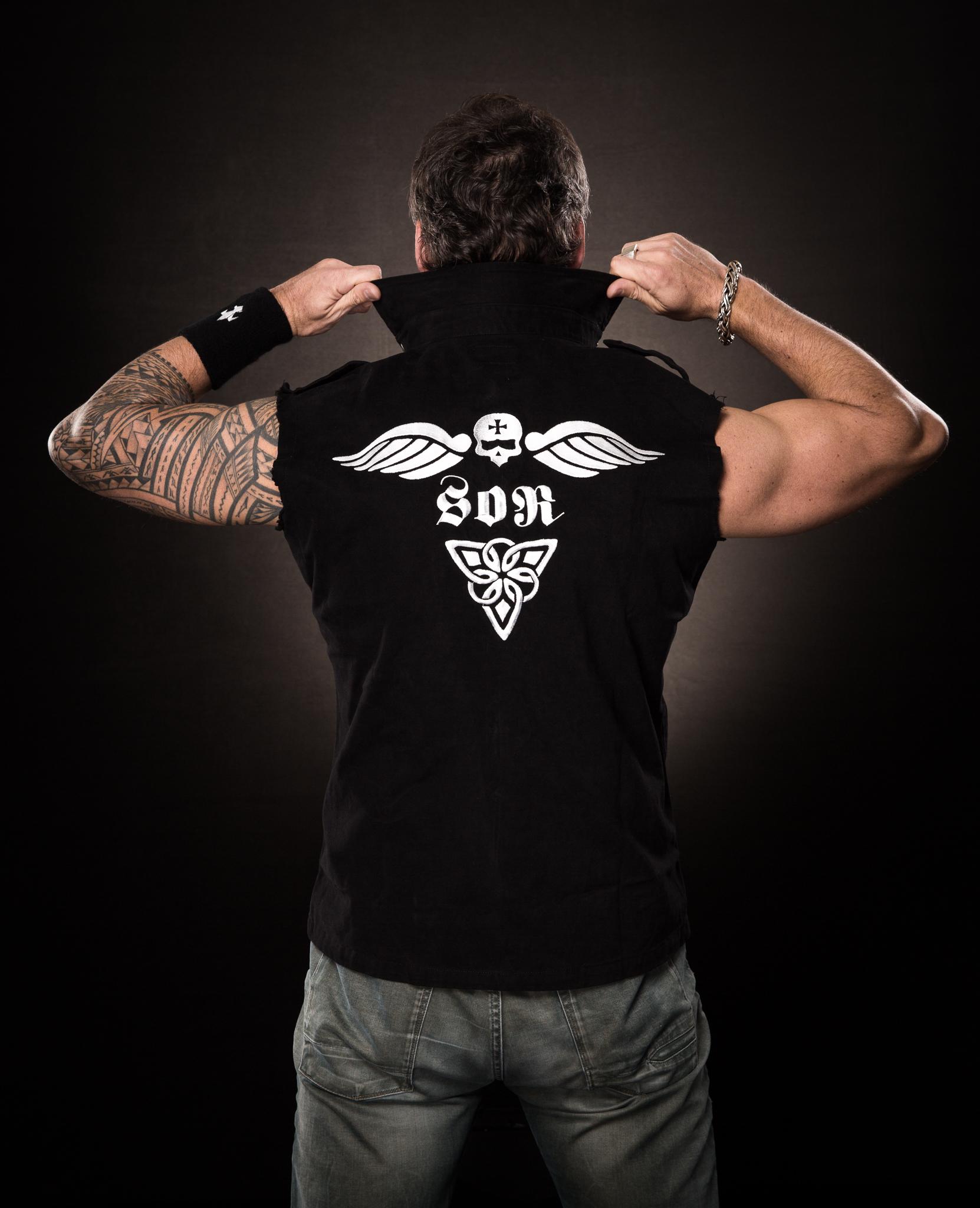 men_vest_flying-skull_back_1
