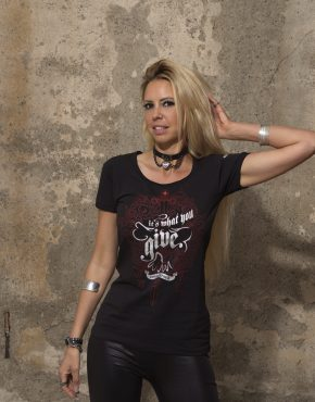 Frauen_T-Shirt_It's_what_you_give_Red_and_Silver